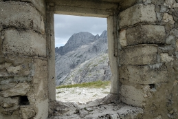 Skozi okno proti oknu