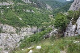Pogled od cerkve na dolino...