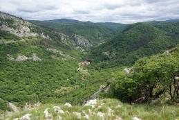 Pogled od spomenika proti vasici Botač...