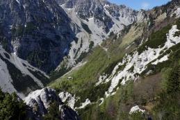 Koča Vrtača z grebena