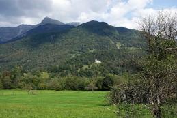Cerkev sv. Lovrenca s ceste Kobarid - Tolmin