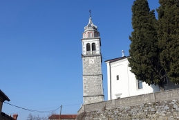 Nagnjen zvonik