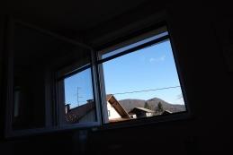 Pogled iz postelje proti Šmarni...