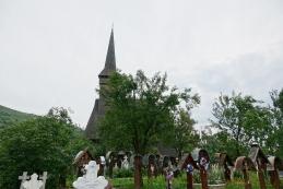 Lesena cerkev s pokopališčem