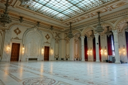 Marmornata tla in stebri