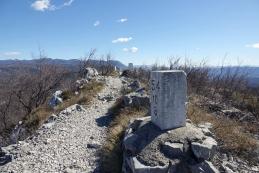Mejni kamni na grebenu