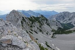 Z vrha Zelenjaka pogled v krnico in na najin naslednji cilj Palec (najvišji na levi)...